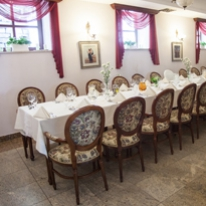 Restaurant Under the Golden Rose